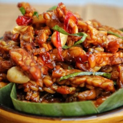kering tempeh, crispy tempeh, traditional, food, indoesian, soybeans, lime leaf, chili, peanut, bowl