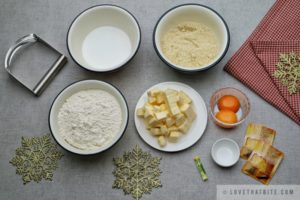 vanillekipferl, ingredients, recipe, easy, germany, austrian, cookies, rezept, butter, sugar, ground almond, lemon extract, vanilla sugar, egg yolks, flour
