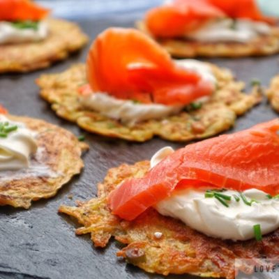 Rösti, rosti, hash brown, smoked, salmon, chives, cream, sour, fraiche, Switzerland, originated, original, traditional, authentic, brunch, special, breakfast