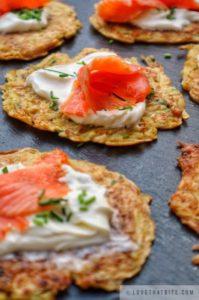Rösti, rosti, with, smoked, salmon, recipe, chives, cream, sour, fraiche, recipe, Swiss, Switzerland, original, tasty, brunch, breakfast, crisp, delicious