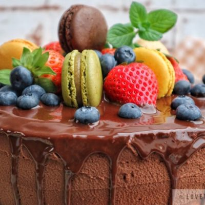 chocolate, cream, cake, glaze, vanilla, jam, strawberry, blueberry, mint, macaron, colorful, tasty, delicious, bake, baking, recipe
