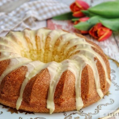 eierlikörkuchen, advocaat, liquer, cake, bundt, tulips, napkin, tasty, fluffy, german, recipe, oma, grandma, delicious, sponge