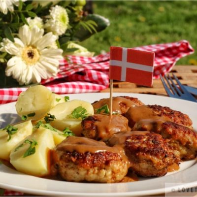 danish, meatballs, brown, gravy, sauce, recipe, traditional, frikadeller, brun sovs, boiled, potatoes, flag, denmark, flowers, tasty, delicious, authentic, dish, food, fork, knife