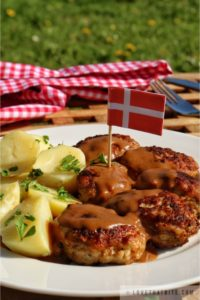 danish, meatballs, brown, sauce, gravy, recipe, frikadeller, brun sovs, how to make, denmark, food, dish, main course, delicious, tasty, scrumptious, best, traditional, authentic, inherited