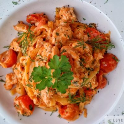 tagliatelle, pasta, salmon, tomato, creamy, sauce, fresh, parsley, dill, recipe, lovethatbite, seafood, dish, delicious, close-up