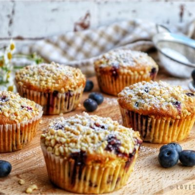 blueberry, yogurt, muffins, almond, recipe, vanilla yogurt, bake, baking, fluffy, moist, airy, best muffins, powdered sugar, sprinkle, lovethatbite, chamomile, flowers