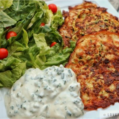 zucchini puffer, zucchini hash browns, recipe, salad, yogurt, zucchini, hash, browns, puffer, tomatoes, chives, parsley, dinner, light, breakfast, snack, lunch