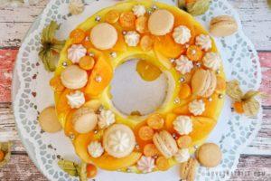 wreath cake, lemon, passion fruit, cake, recipe, birthday, tropical, fruits, fresh, macarons, meringue kisses, physalis, persimmon, tube, delicious, lovethatbite, rezept, recept, maracuja, zitronen