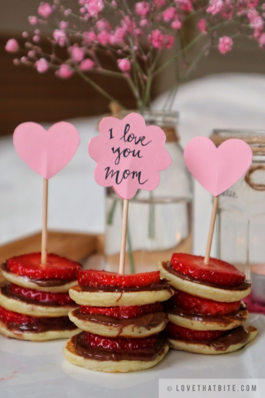 Mother's Day, breakfast in bed, idea, recipes, surprise, beloved, Mother, Mom, Mutter, Muttertag, mini pancake skewers, mini pancake, sweet, treats, pamper, strawberry, nutella